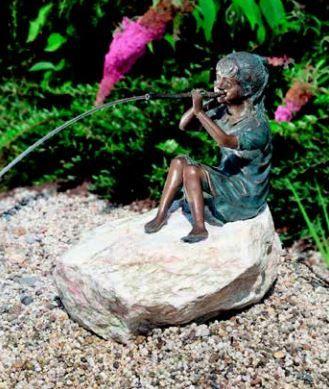 Bronzefigur   Franziska   wasserspeiende